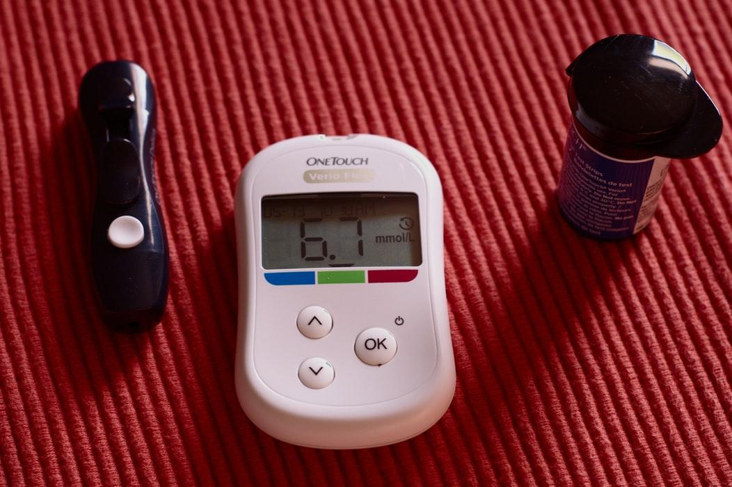 連続血糖測定 (CGM) vs. 通常の血糖測定