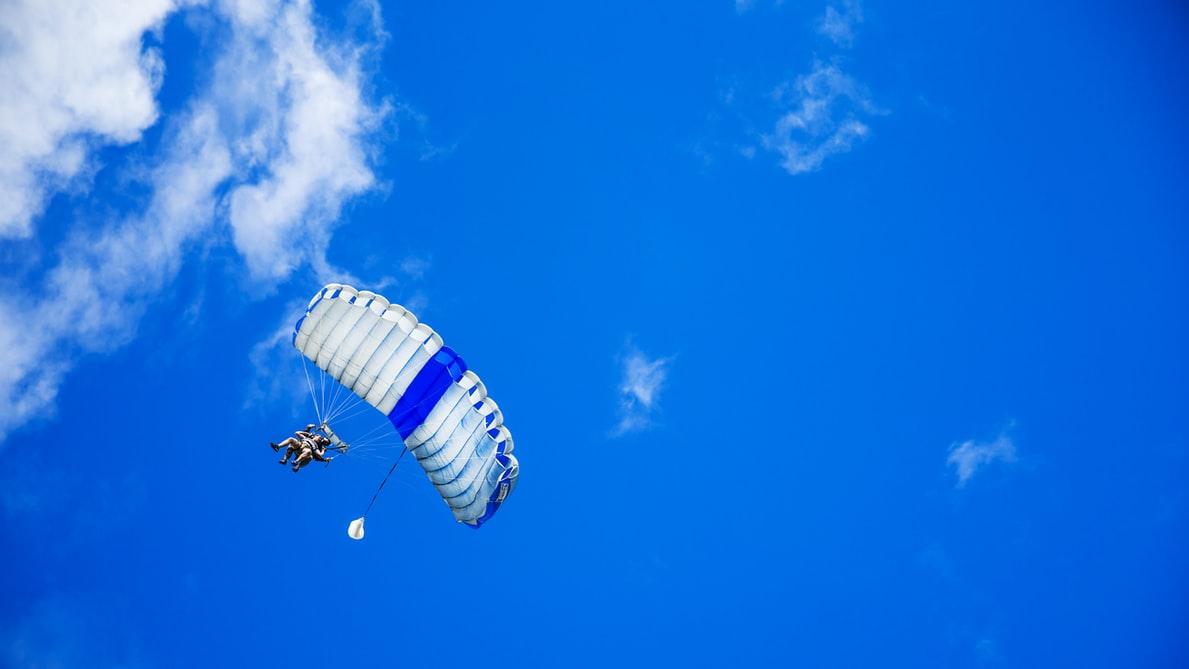 パラシュートは落下による事故を防止するか?!